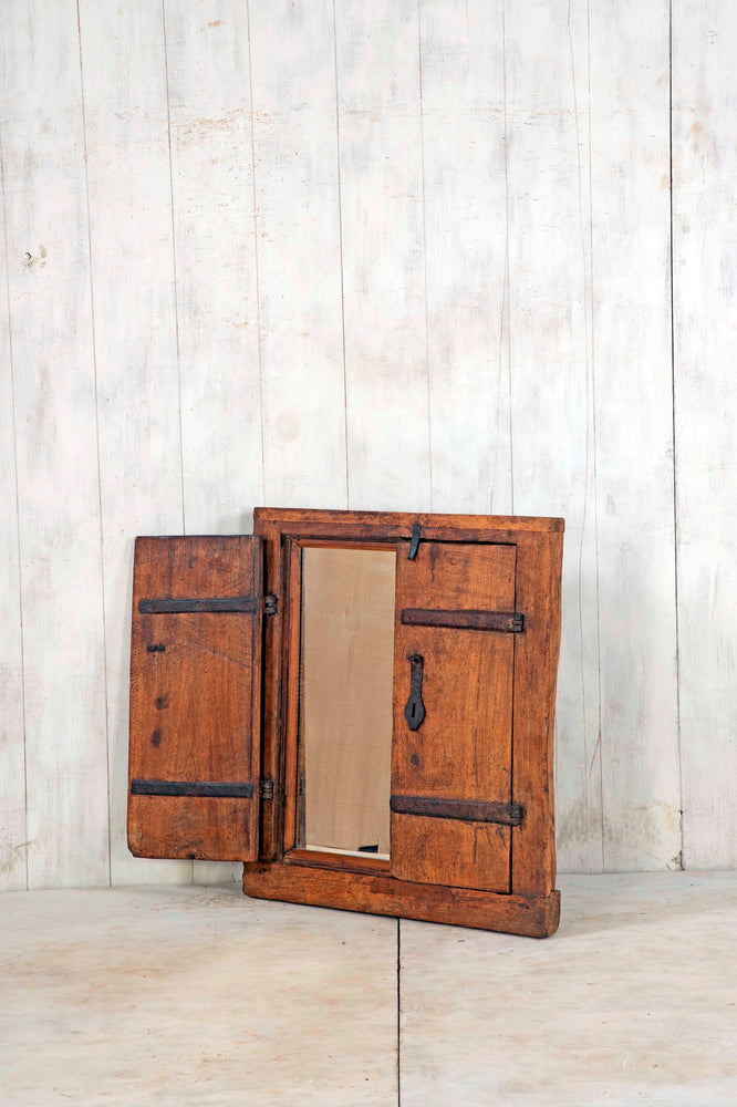 WOODEN WINDOWS SMALL-209