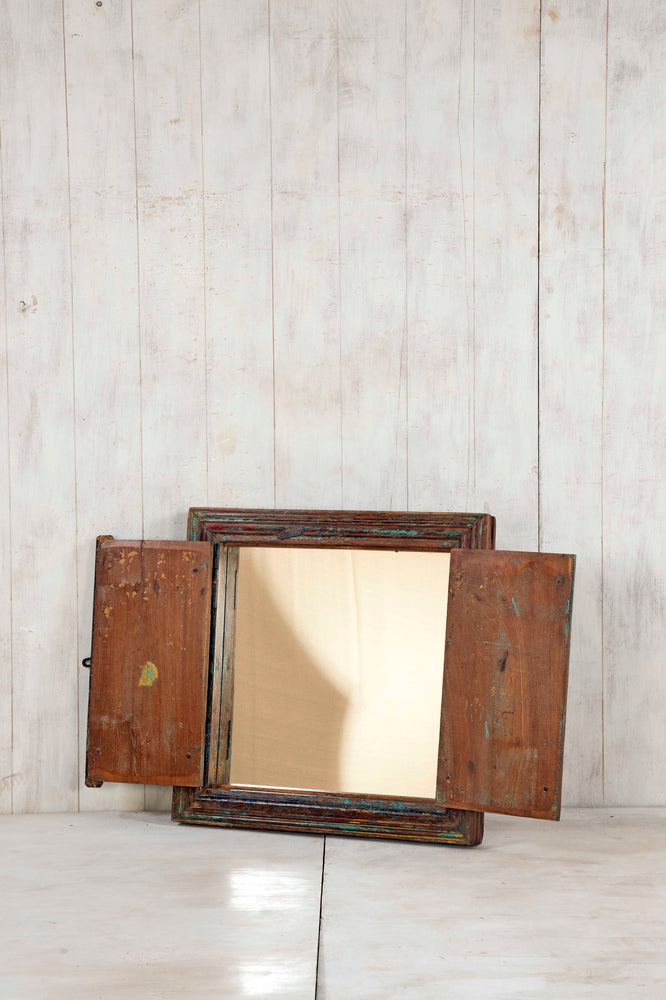 WOODEN WINDOWS SMALL-304