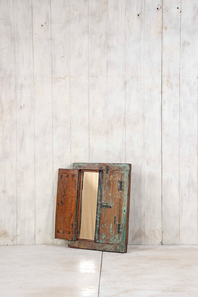 WOODEN WINDOWS SMALL-385