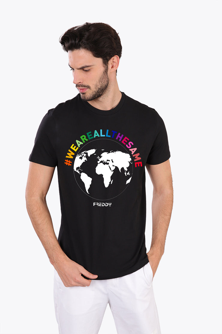 "(IT_AMICI 30_N_0) Men's T-shirt ""We are all the same"""
