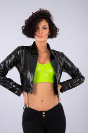 (IT_S0WTWJ6_N) Black cropped crocodile-effect faux patent leather jacket