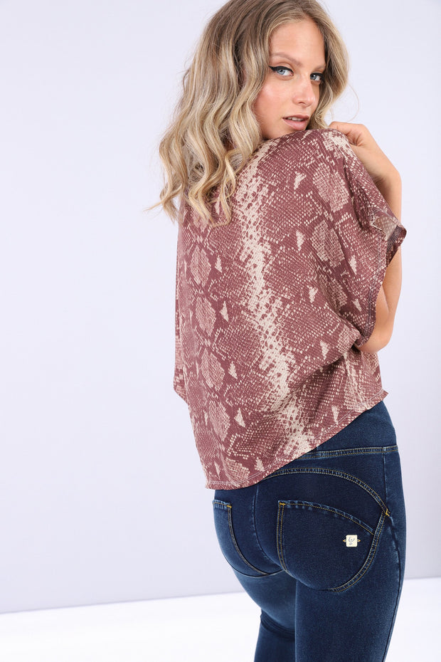 (IT_S0WTWT6_ANI6) Boxy snake print shirt with short kimono sleeves