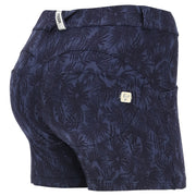 (WRUP9RS017-FLO8)SCULPTING WR.UP® SHORTS WITH AN INDIGO FLORAL PRINT