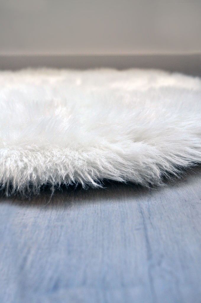 Sample Machine Washable Faux Sheepskin White Moon Area Rug