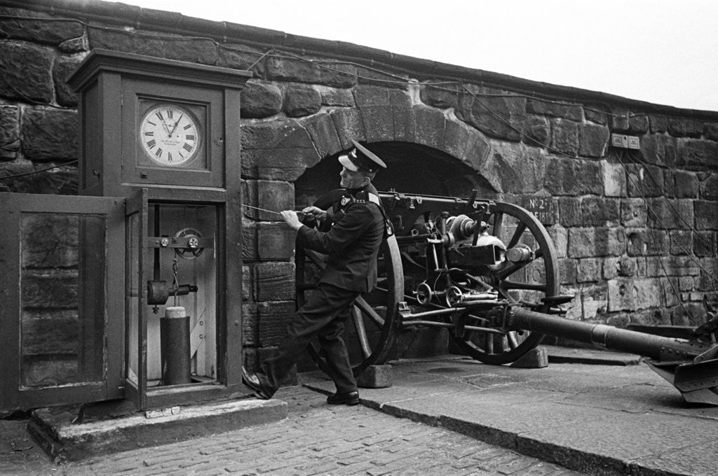 Detail of Time Gun at Edinburgh Castle 1945 by George Greenwell