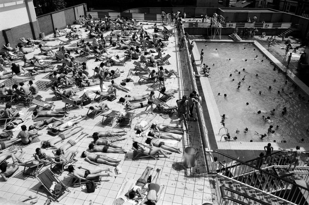 Detail of Oasis Lido, London, 1975 by Carl Bruin