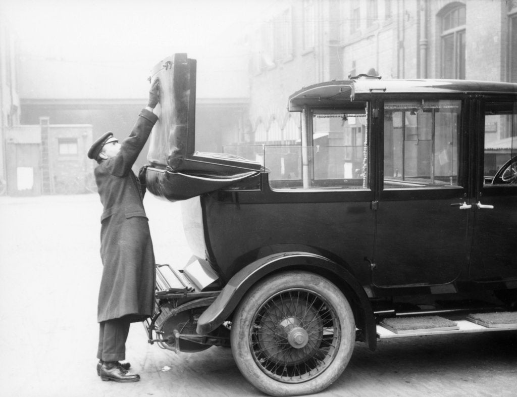 Chauffeur with a partly convertible Daimler by Unknown