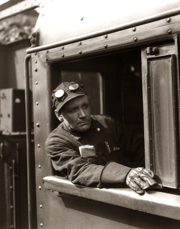 how to become a locomotive engineer