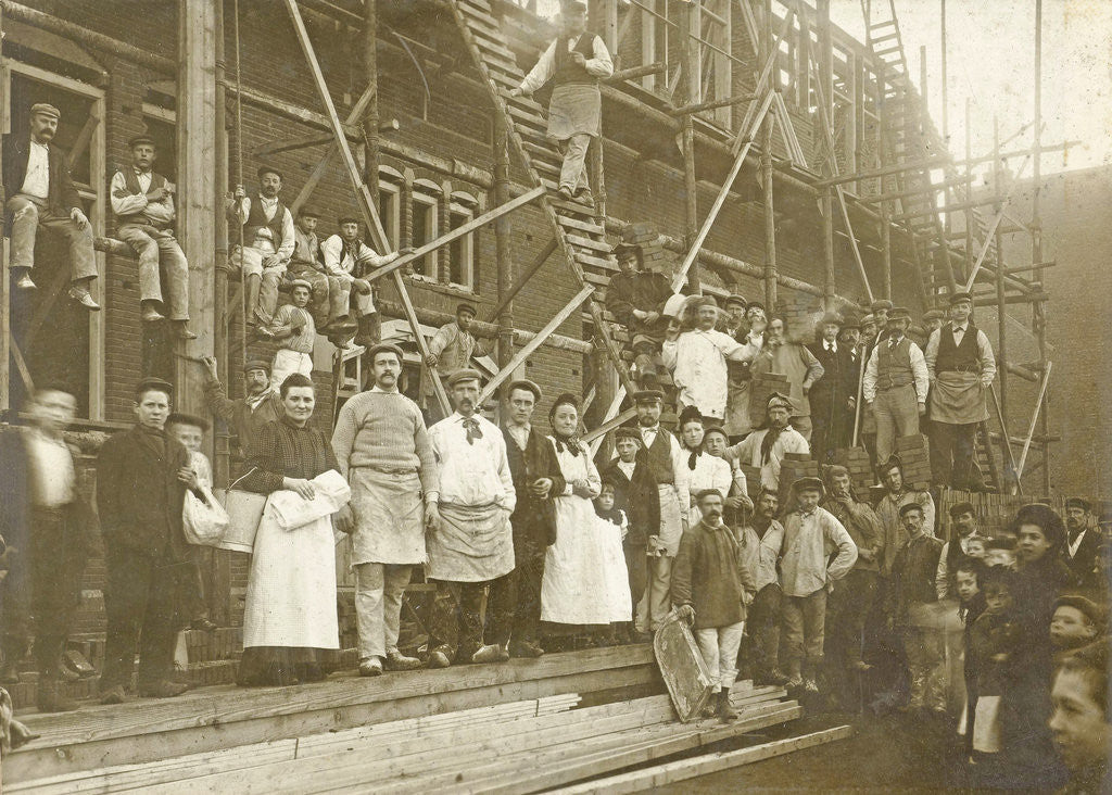 Detail of Group portrait of workers at a house under construction by Centraal Photographie Atelier