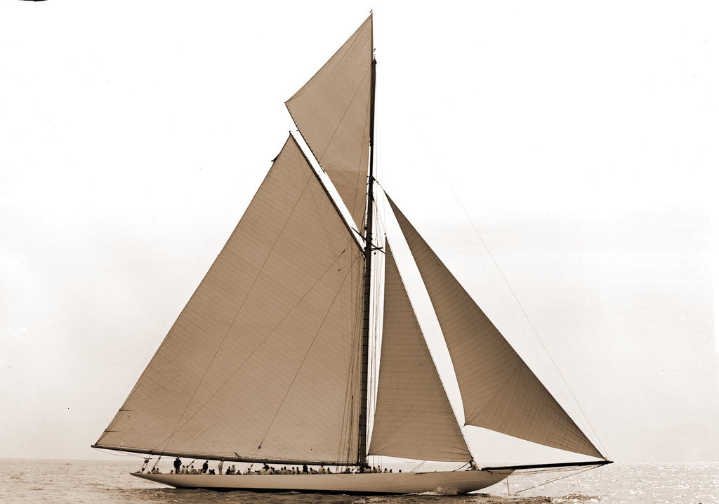 Detail of Columbia before the start, Columbia (Sloop), 1899 by Anonymous