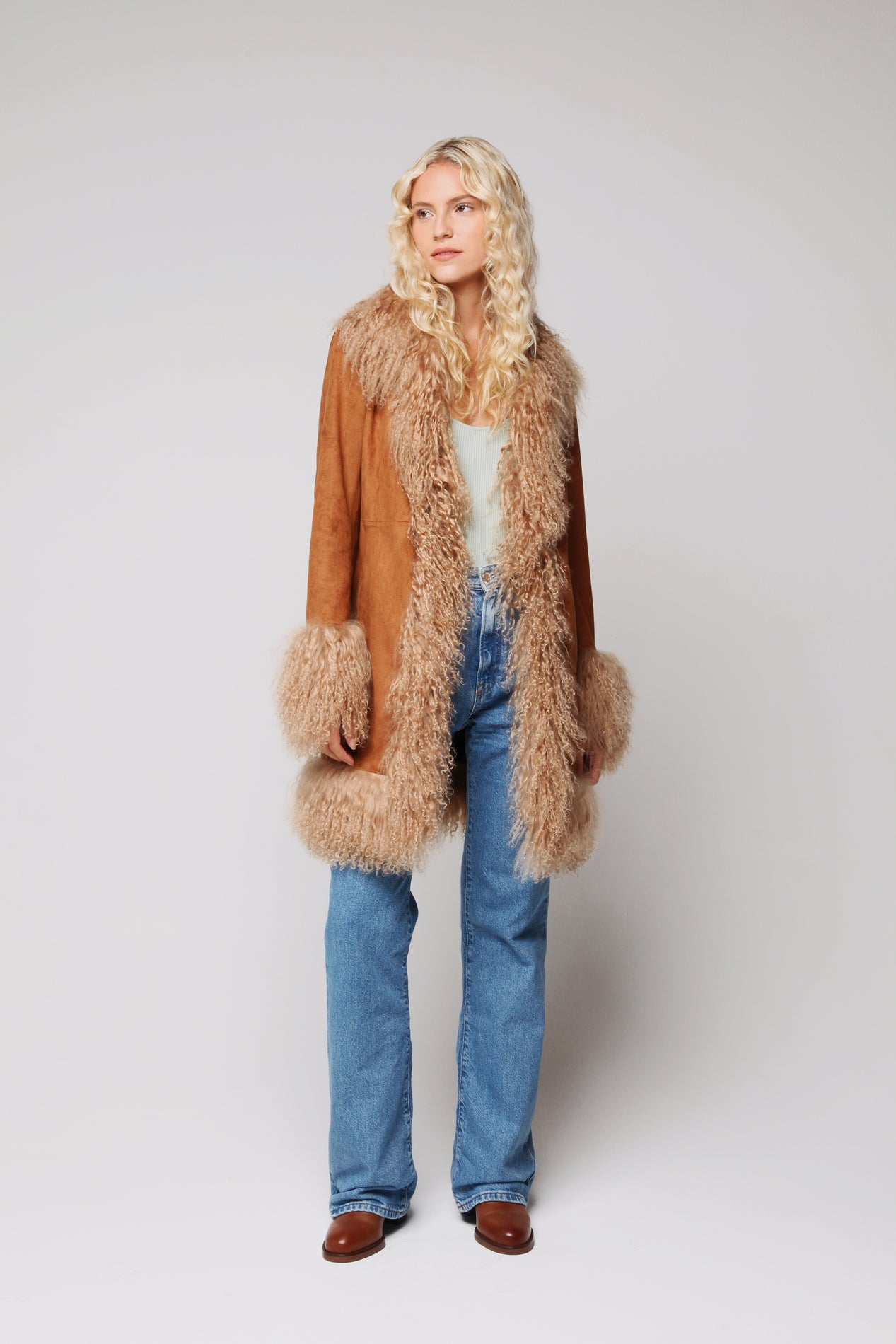 Lulu Jacket Tan- Model