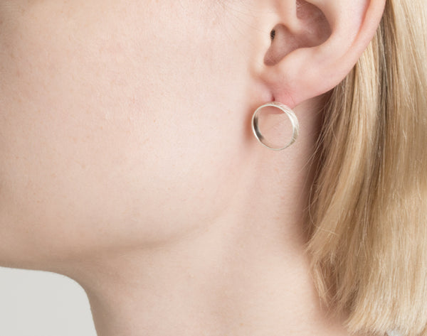 Mini-mal loop earrings 3