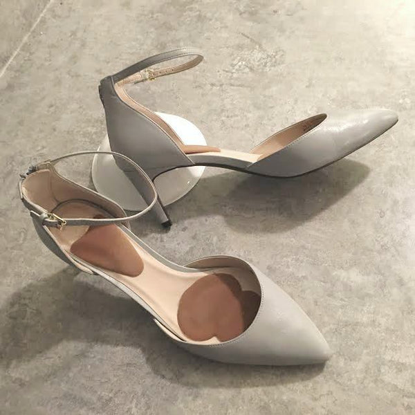 Guide to Comfortable heels by Corporette.com reviewed. The best high heels to wear to work as a female lawyer/professional in New York.  Recommendations by women who wear heels to work. Cole Haan, Naturalizer & Nine West stand out!