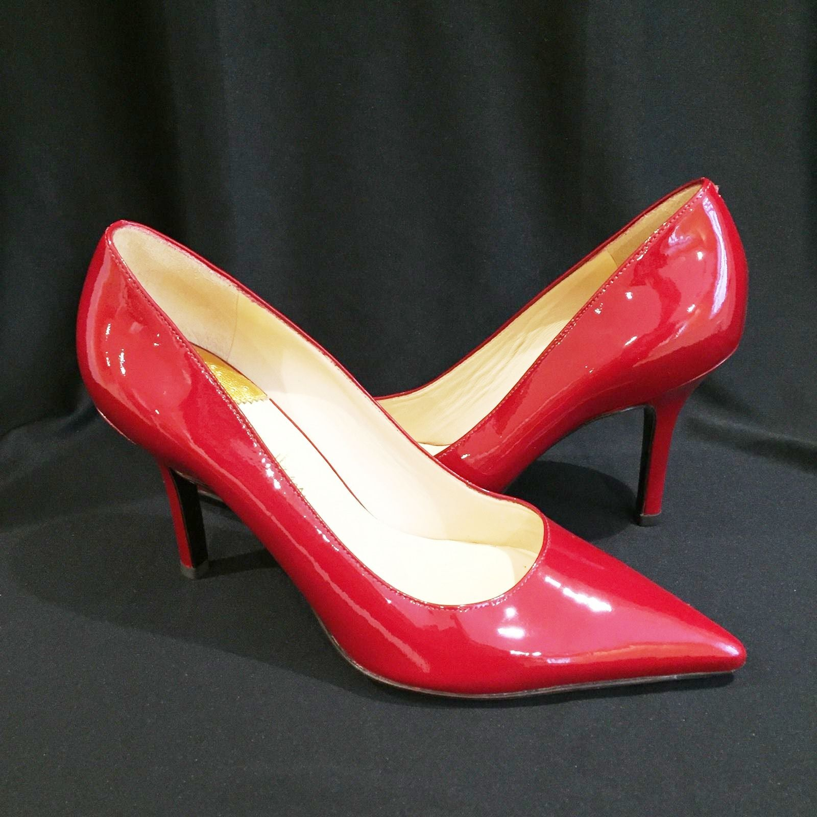 Love high heels?  Hate high heels pain?  TO YOUR RESCUE IS A NEW PATENTED INVENTION BY A WOMAN !
