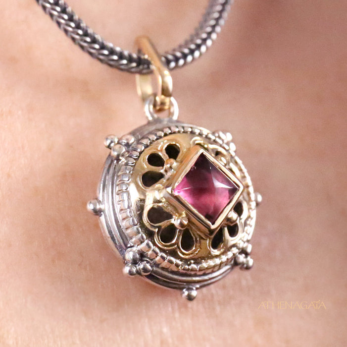 Vaulted Anthemion Filigree Charm