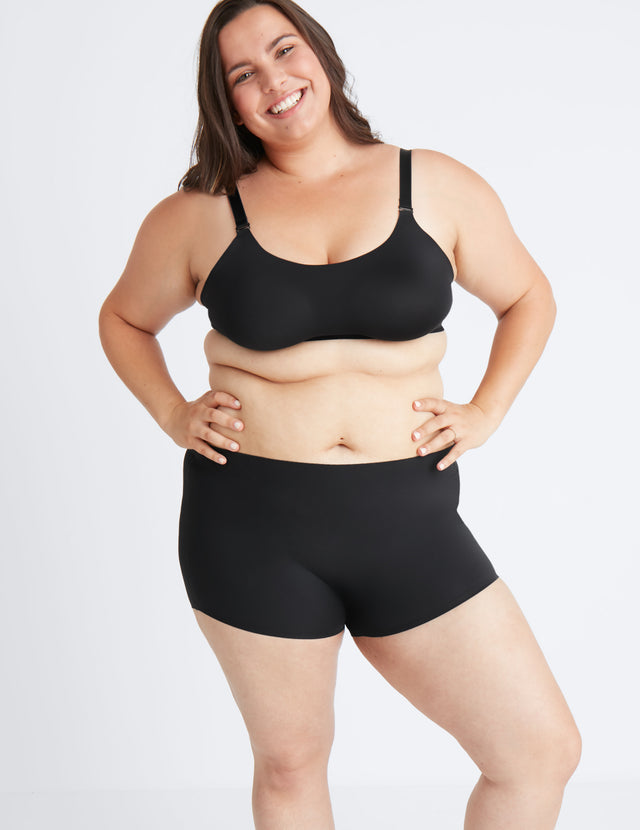 "Vanessa's hips are 48"". She's wearing size XL shorts color:black size:XXL"