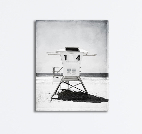 Black and White Lifeguard Stand Picture by carolyncochrane.com