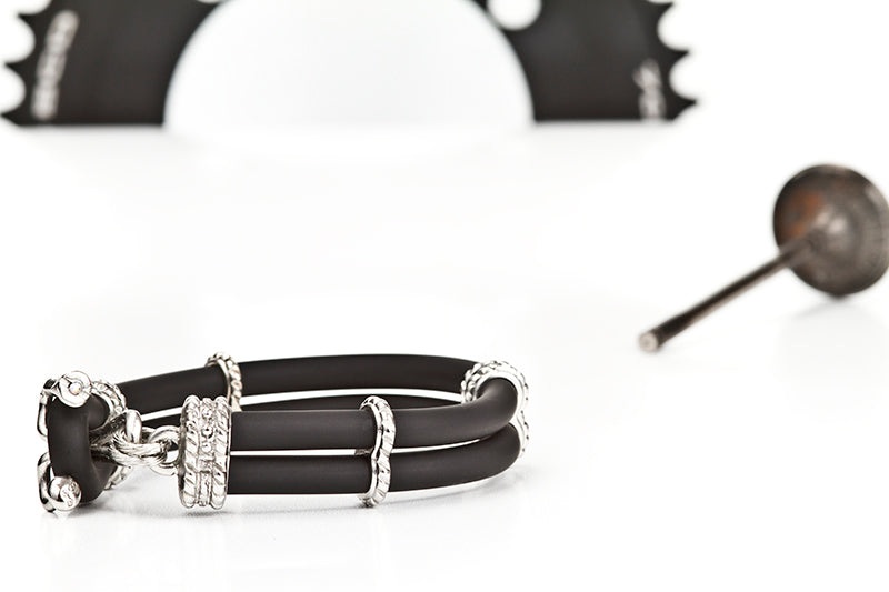 SMOOTH WHEEL NIP BLACK BRACELET-SILVER.