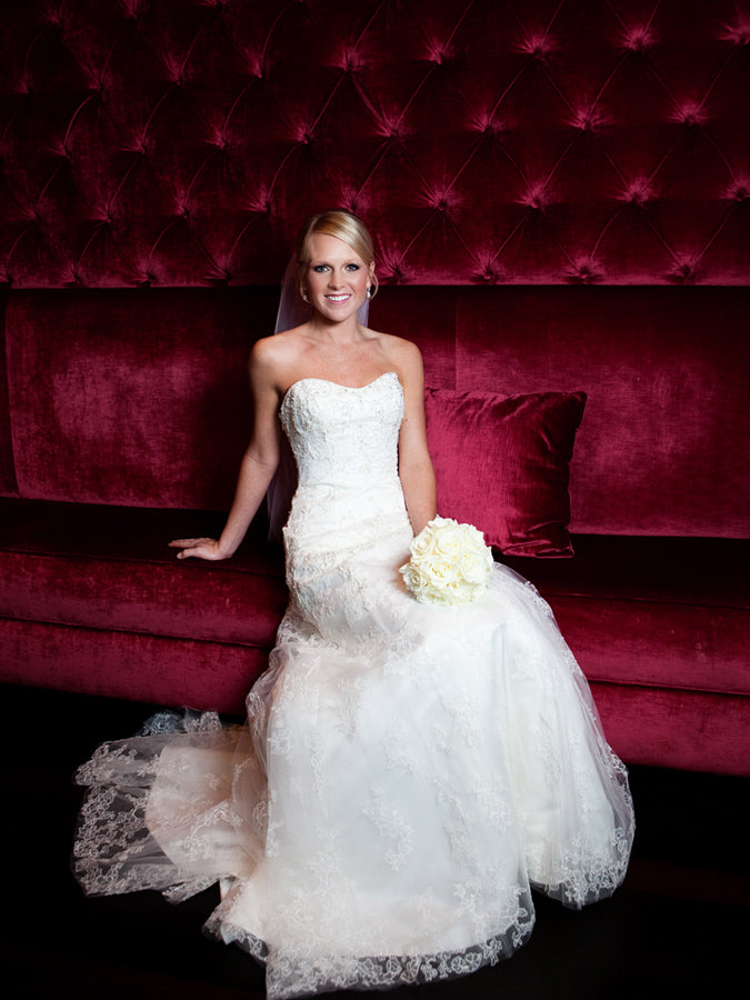 bridal portrait red velvet couch white bouquet bride