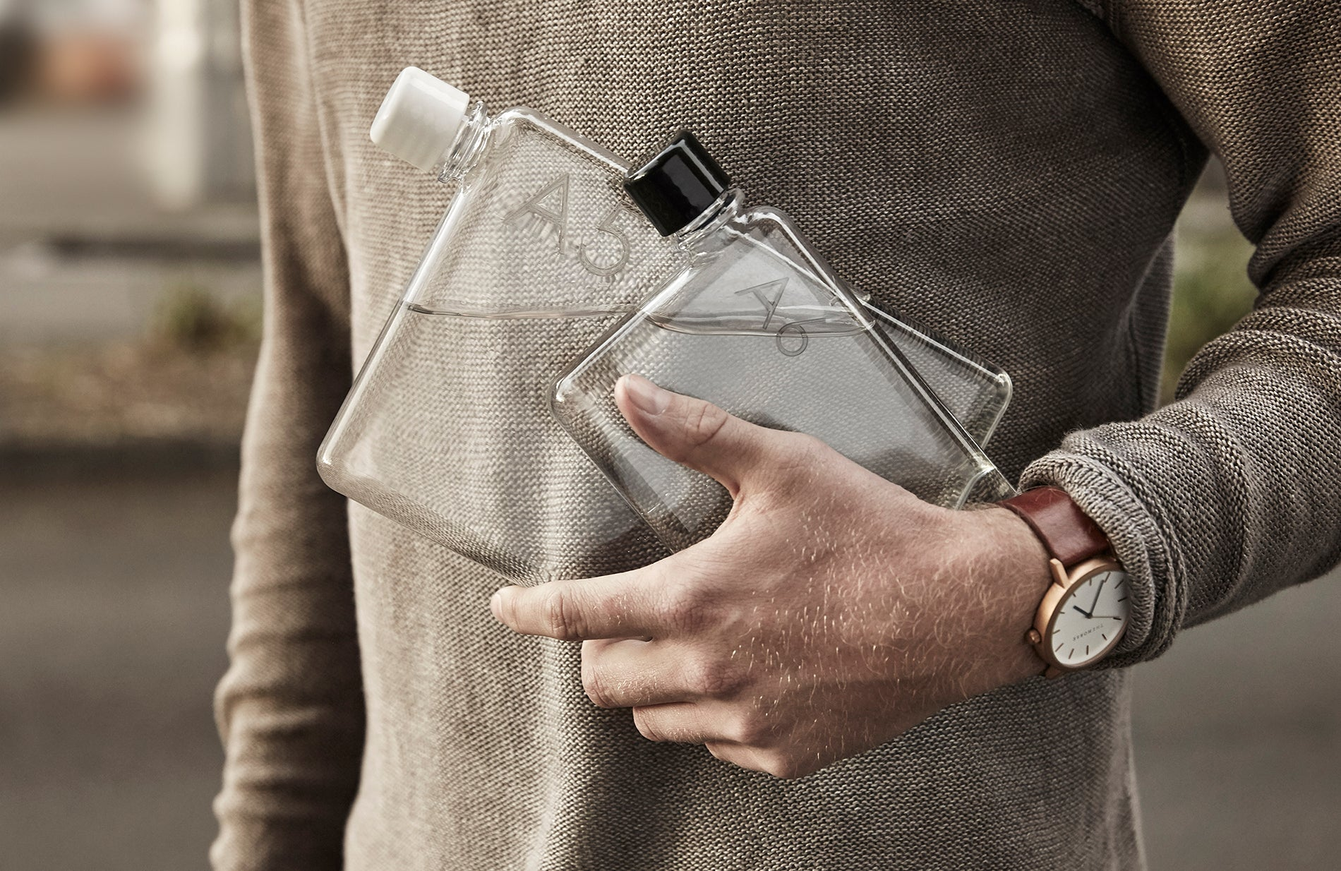 memobottle� | Featured in the 2016 Oscars® gift bags | The memobottle� is a premium, slim and reusable water bottle designed around the international paper sizes (A5 and A6.) The memobottles� neatly slide into carry bags alongside computers, tablet devices, books and valuables. The A6 memobottle� is the smallest of the collection and is designed to fit in your pocket, handbag or to be held while jogging. Available at www.memobottle.com