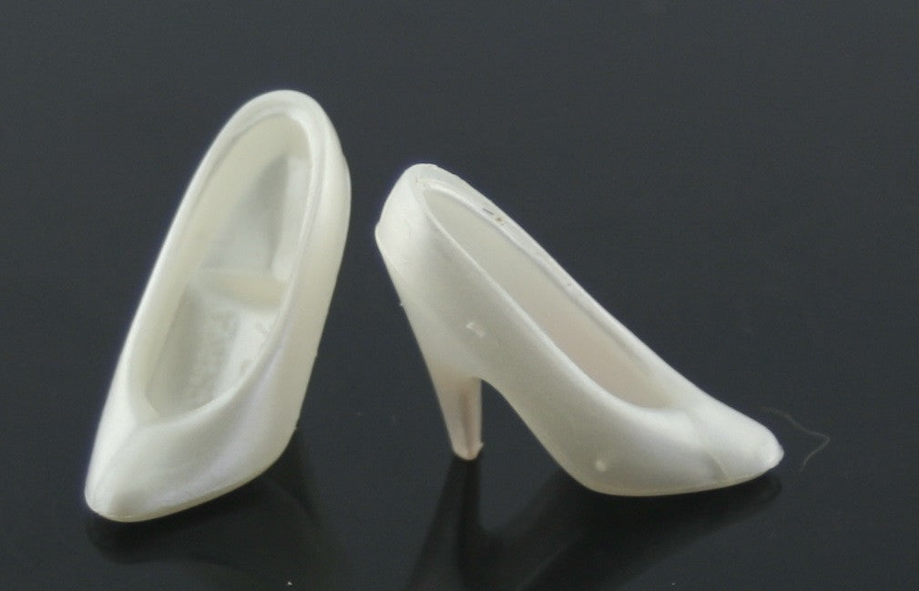 Barbie Shoes -- Pearly White Classic Pumps -- Modern