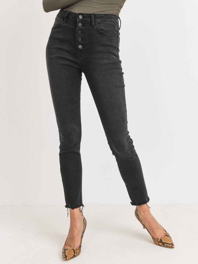 Button Up Skinny w/ Hem Scratch l Washed Black
