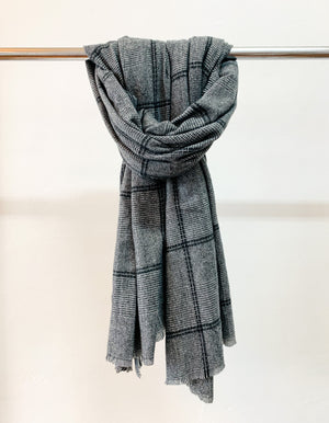 Banbury knit scarf in Charcoal print