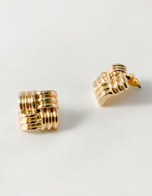 Isla stud earrings in Gold