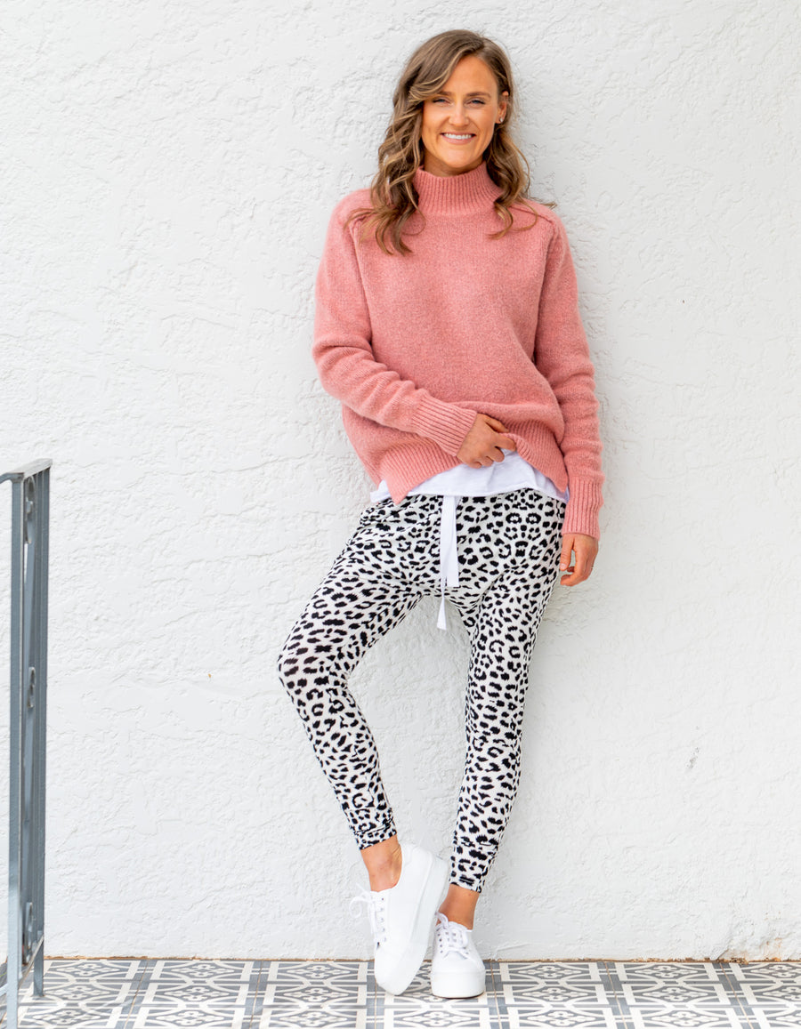 Sasha leopard jogger pant in Black White