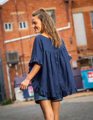 Show Off top in Navy linen