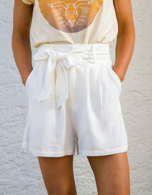 Staycation linen shorts in White