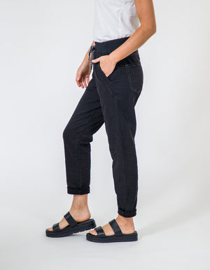 Riley joggers in Black