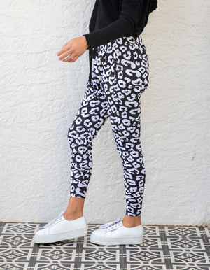 Mila leopard jogger pant in Black/White
