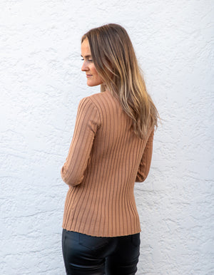 Donna fitted ribbed jumper in Camel