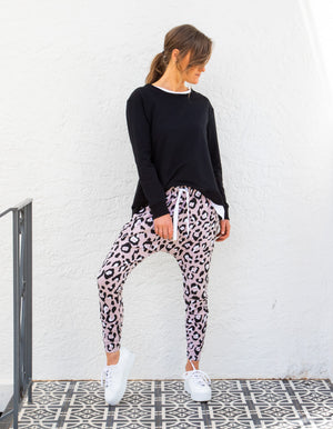 Hannah leopard jogger pant in Blush