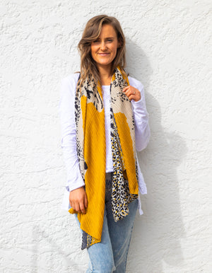 Zagreb pleat scarf in Mustard print