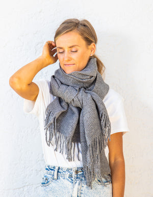 Barnesley pleat scarf in Charcoal
