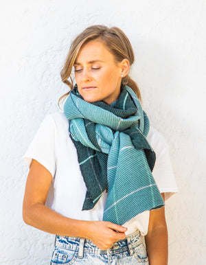 Norfolk pleat scarf in Aqua