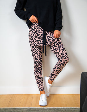Mila leopard jogger pant in Blush