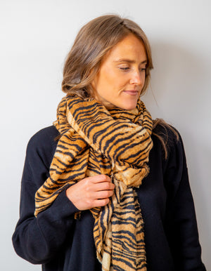 Nicosia knit scarf in Tan print