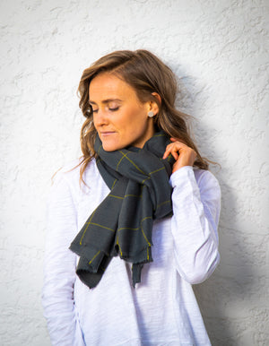 Alfredton knit scarf in Grey print