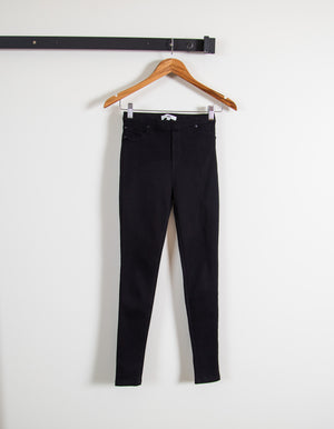 Emmett fitted stretch pant in Black