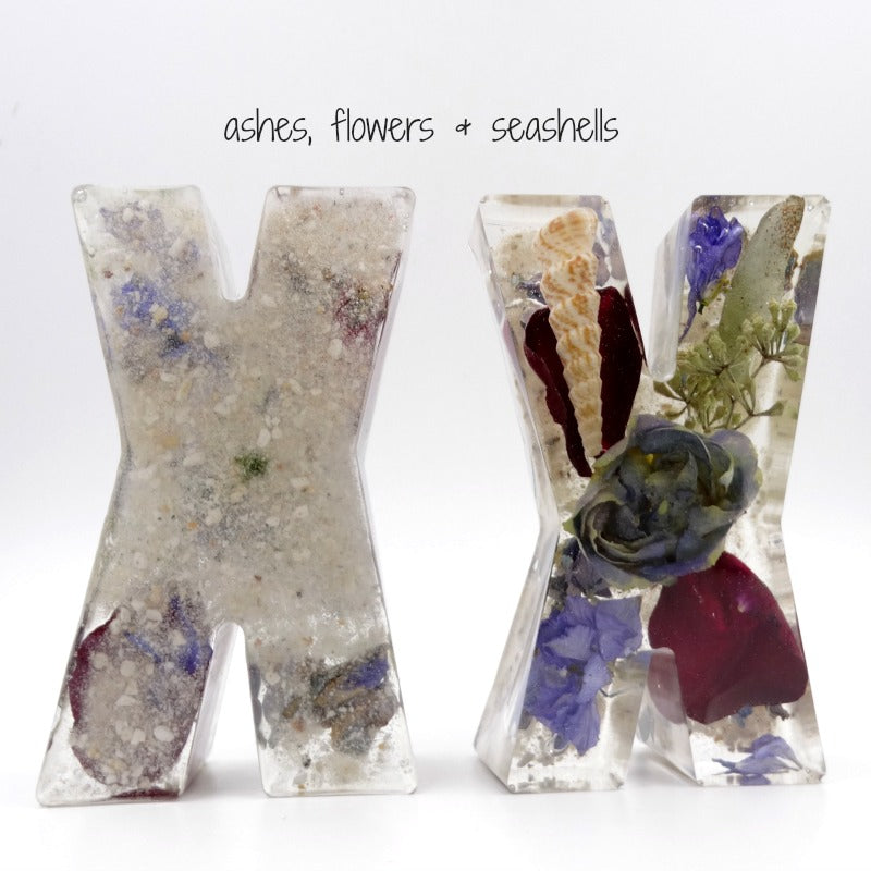 Dried flowers, ashes & seashells in resin