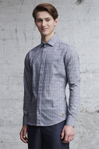 tailored fit shirt made from the finest Italian cotton