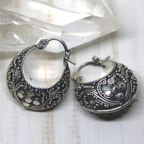 Mini Balinese Swirling Tutul Puff Hoops