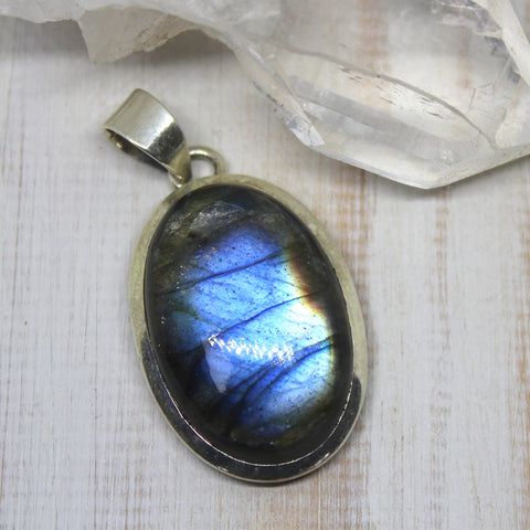 Labradorite and 925 Silver Oval Pendant