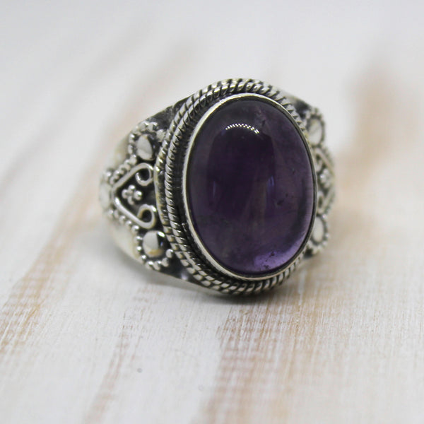 925 Sterling Silver and Amethyst Oval Ring
