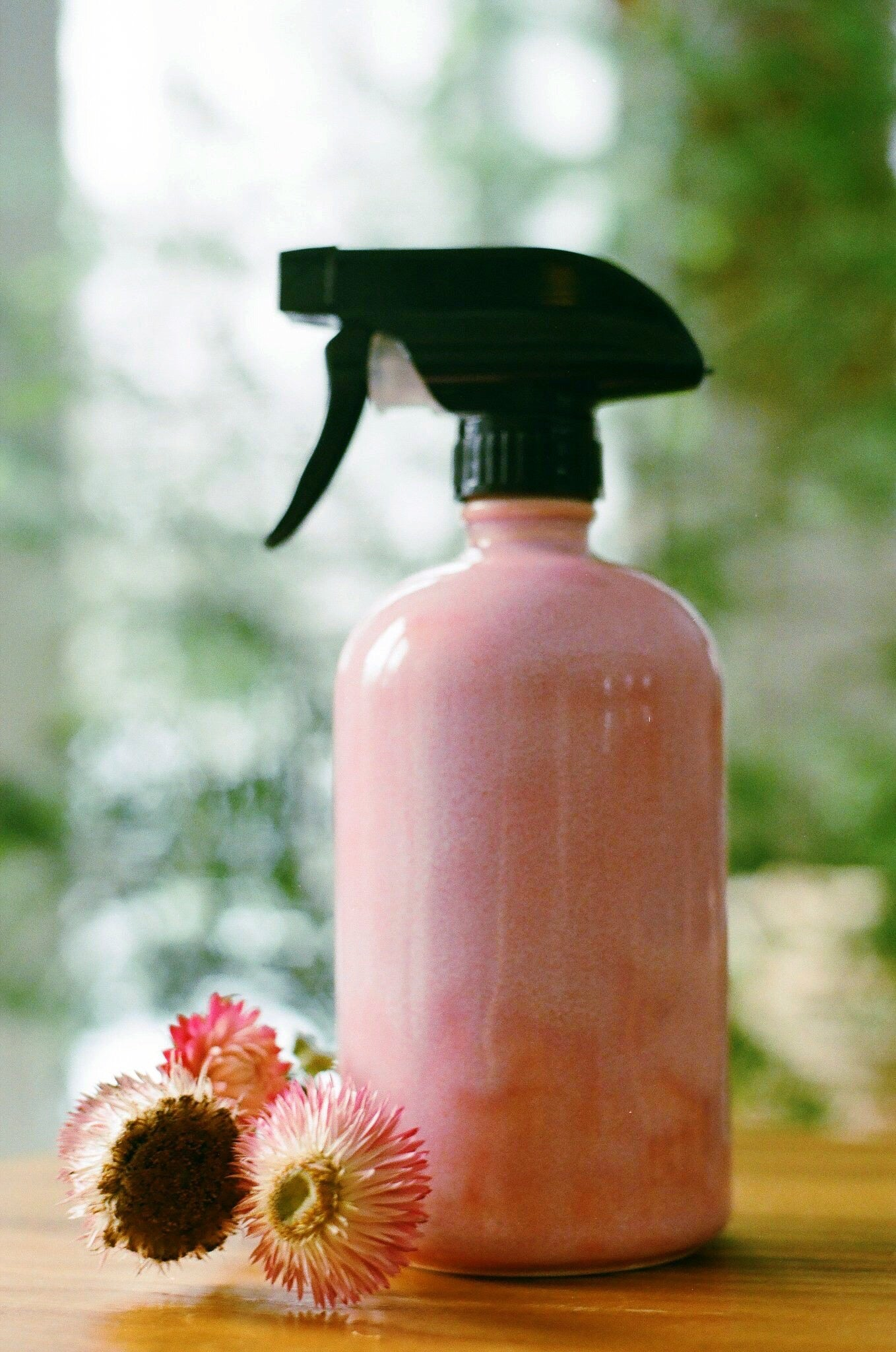 Bouteille Rose haut vissé // PINK screw top ceramic bottle (Spray top included)