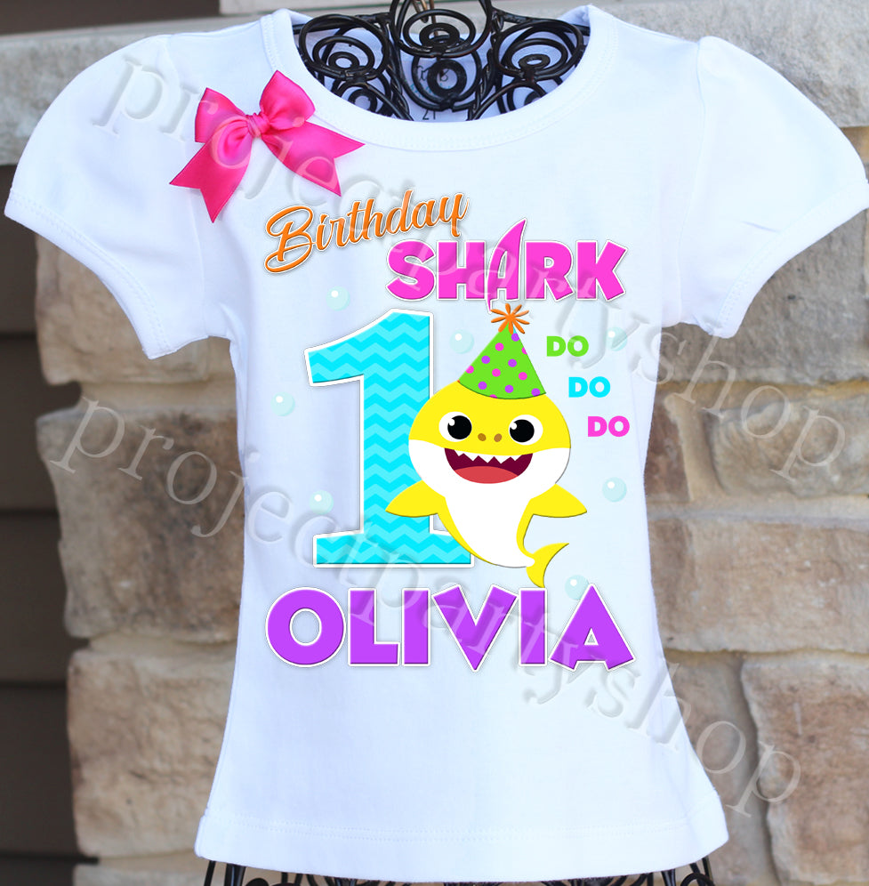 BABY SHARK T-shirt-Personalised YOUR NAME t-shirt.