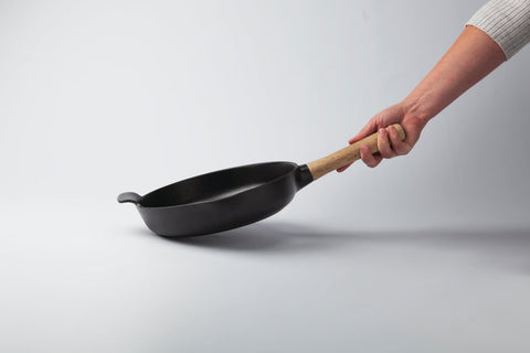 Ron 26cm Cast Iron Frying Pan with Ash Wood Handle in Black Pepper